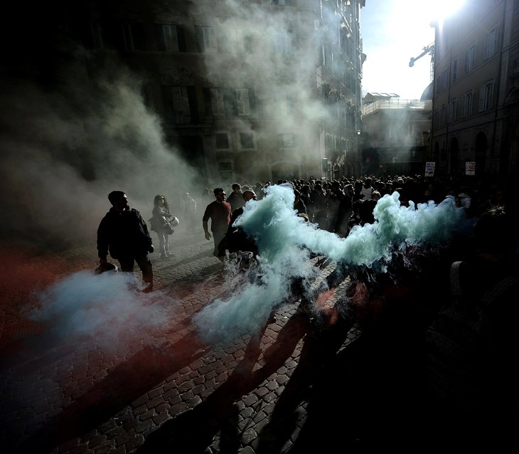 18 ноября 2010 тысячи студентов вышли на улицы Рима