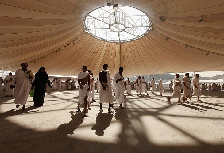 Мусульманские паломники принимают участие в хадже