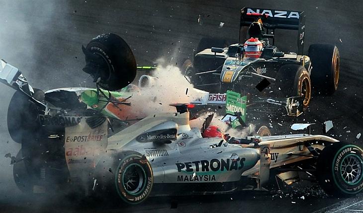 Пилот Формулы-1 Витантонио Лиуцци столкнулся с мерседесом Михаэля Шумахера