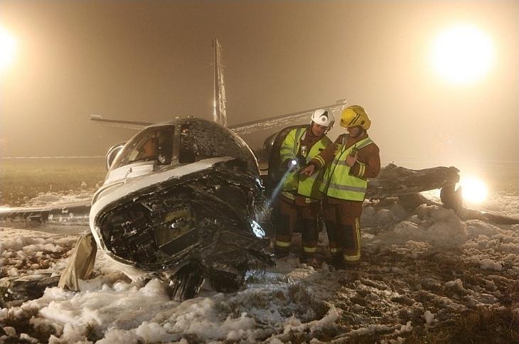 Небольшой частный самолет, упавший в пятницу днем в аэропорту Бирмингема