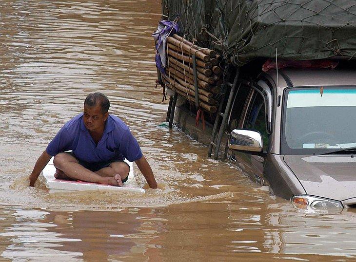 Восемь южных провинций Тайланда пострадали в результате сильных наводнений