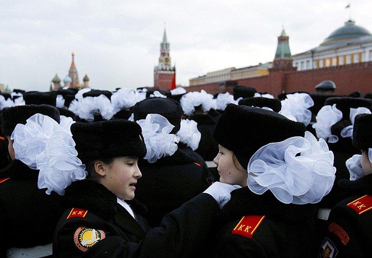 Курсанты тренируются в пятницу, 5 ноября в Красной площади в Москве