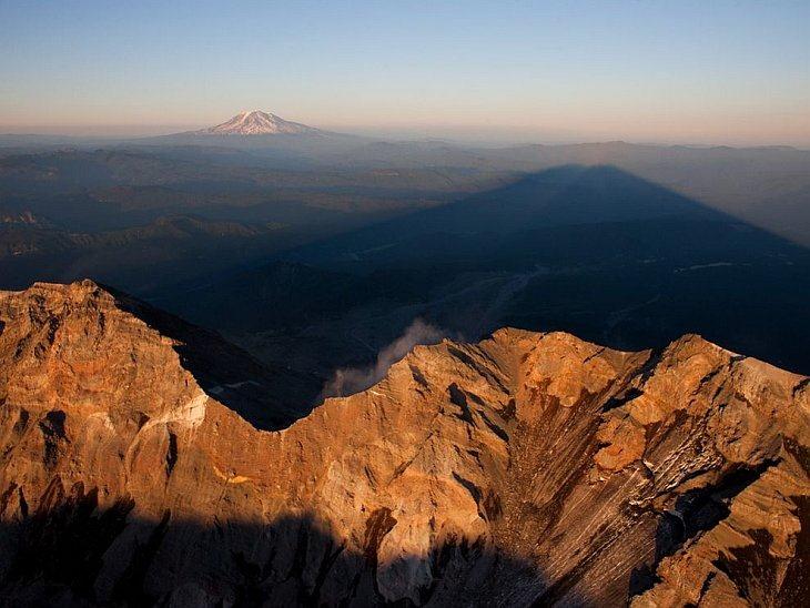 Тень горы Святой Елены