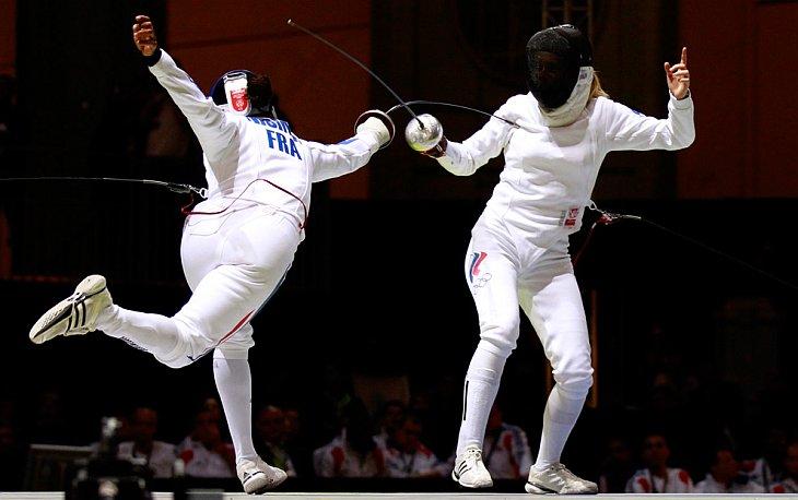 Татьяна Логунова из России и Морин Нисима из Франции в полуфинале с соревнования со шпагой