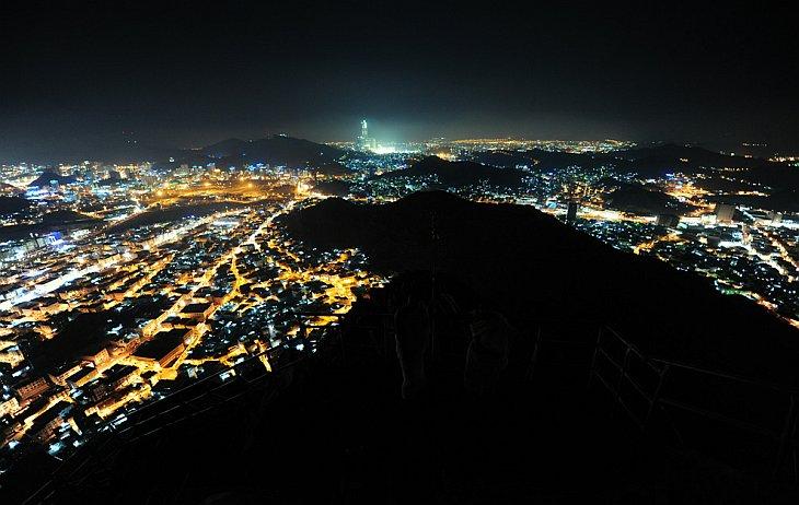 Вид на священный город Мекка с вершины горы Нур