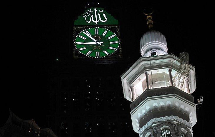 Новые часы на башне Абраж аль-Баит