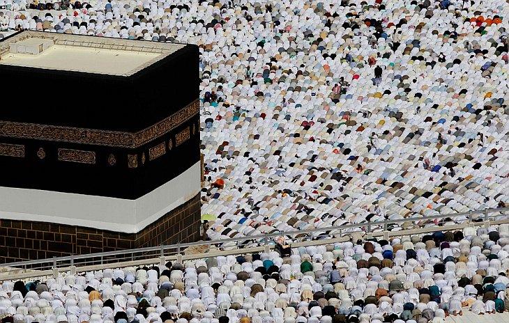 Кааба во внутреннем дворе мечети Масджид аль-Харам