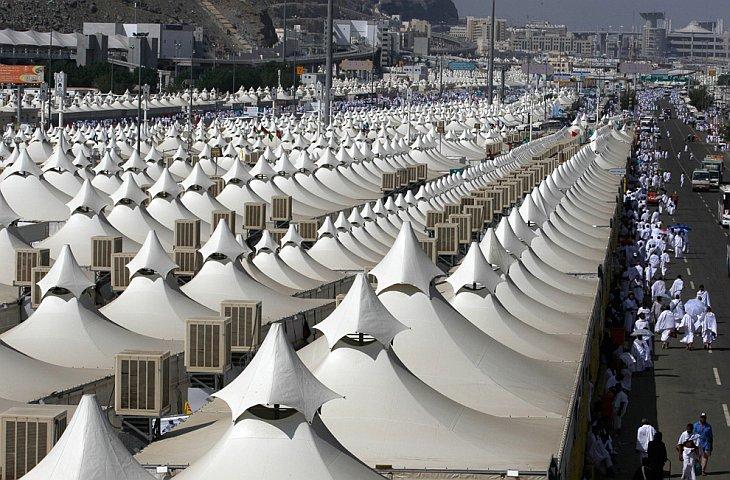 Тысячи палаток для паломников в долине Мина около Мекки, Саудовская Аравия, 14 Ноября 2010