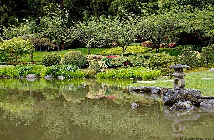 В японском саду обычно