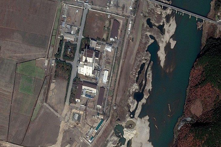 Показано изображение строительство ядерного полигона в Йонбене, Северная Корея