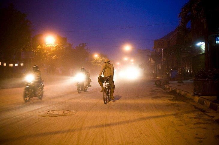 Фотографии покрытого пеплом городе Джокьякарта