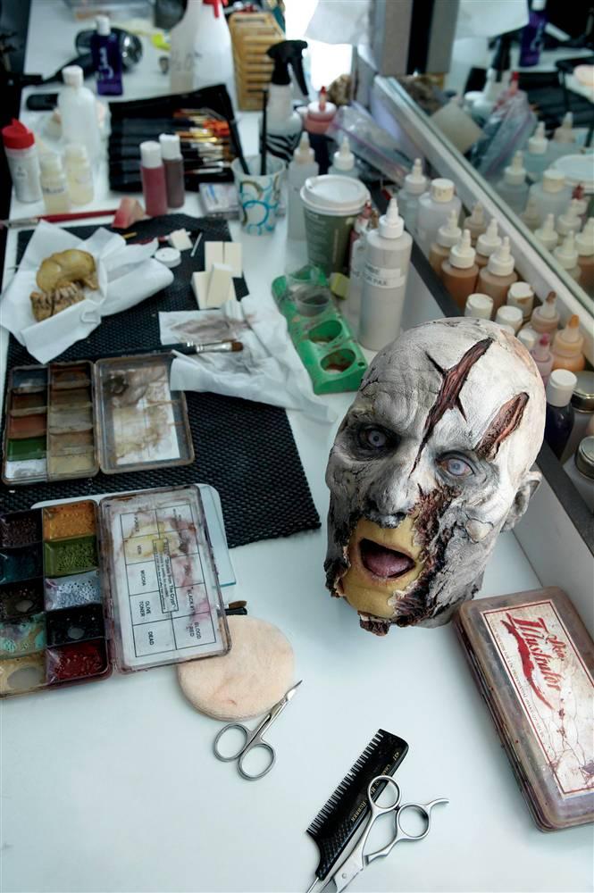 Учимся делать зомби с визажистами компании AMC