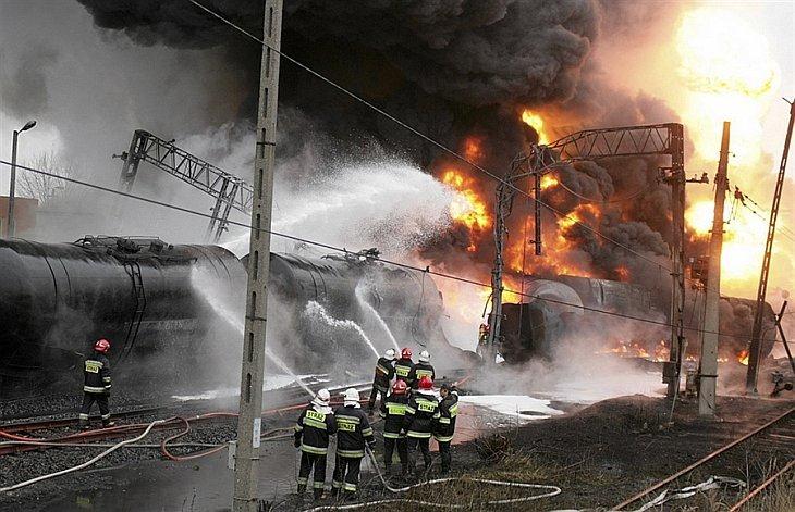 Утром 8-го ноября поезд, перевозивший, цистерны с нефтью, взорвался от столкновения с грузовым поездом в Белостоке
