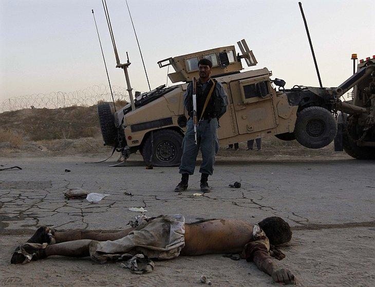 Террорист-смертник атаковал конвой НАТО