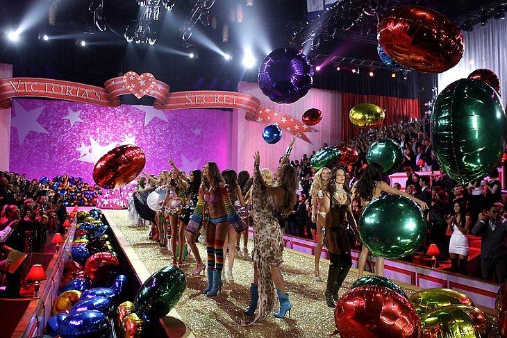 В Нью-Йорке прошло одно из самых громких событий в модной индустрии — традиционное фееричное шоу Victoria's Secret