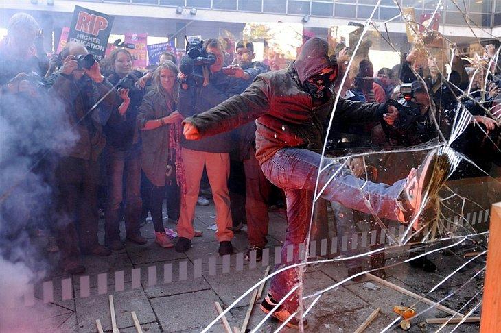 Утром 10 ноября 2010 началась демонстрация в центре Лондона