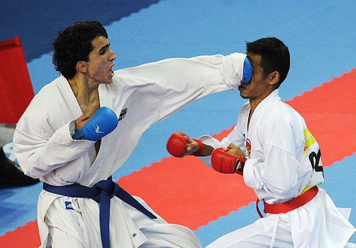 Иорданец Аль Наджар (слева) и индонезиец Дармаван (слева)