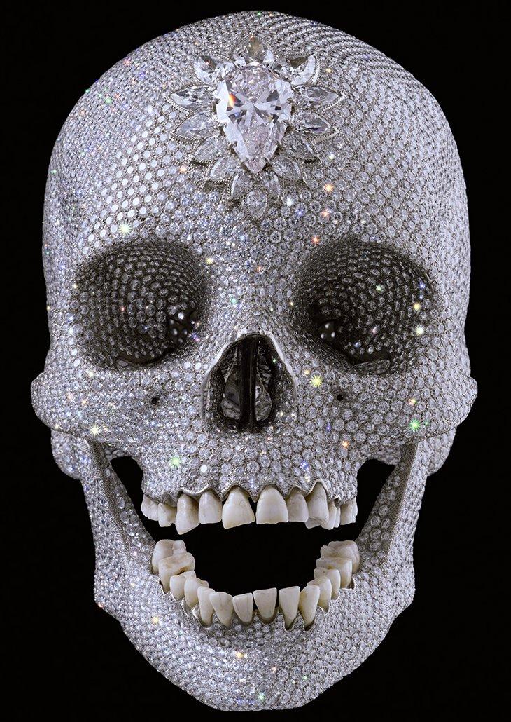 Diamond Skull — платиновый слепок черепа из восемнадцатого века, украшенный 8 601 бриллиантами, работы известного британского художника Дэмиен Херст (Damien Hirst)