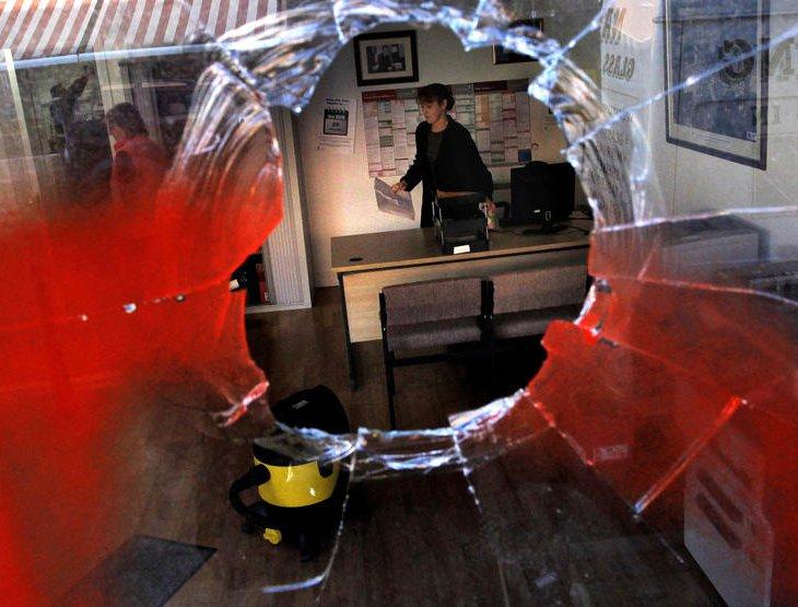 Офис министра транспорта Ирландии Ноэля Демпси после вандального нападения