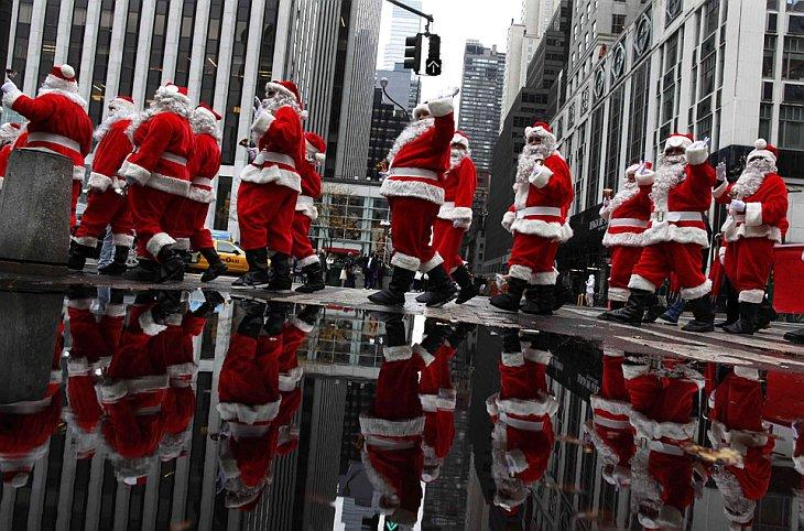 В Нью-Йорке прошел парад Санта-Клаусов в пятницу, 26 ноября 2010