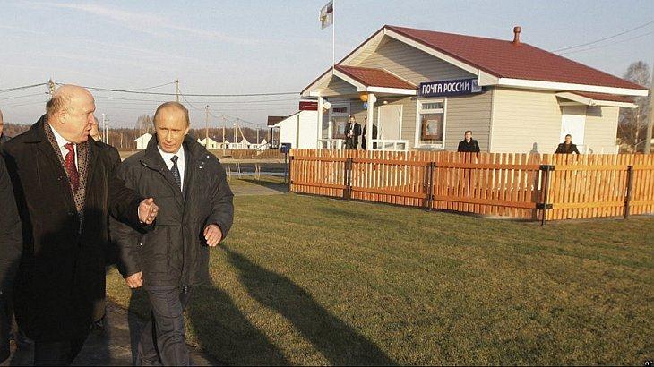 Владимир Путин проконтролировал ход восстановительных работ в деревне Верхняя Верея в Нижегородской области