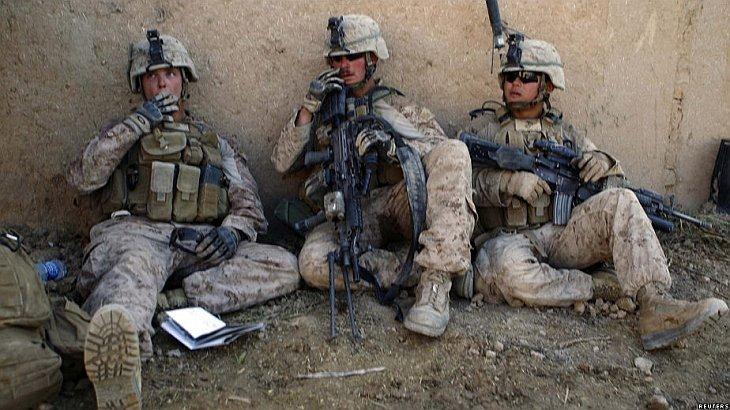 морские пехотинцы отдыхают после обстрела