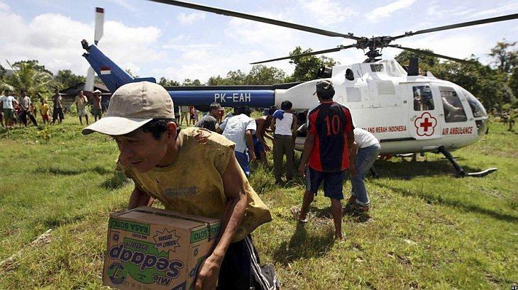 жителям Ментавийских островов в Индонезии доставили гуманитарную помощь