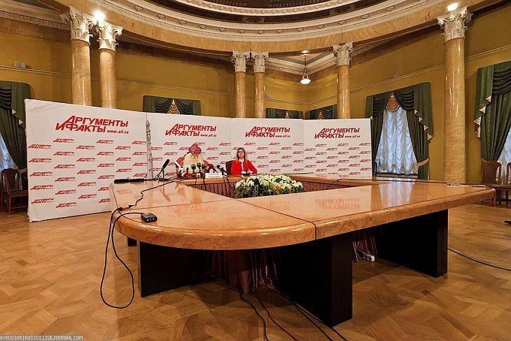 В Москве началась предновогодняя суета. Дед Мороз