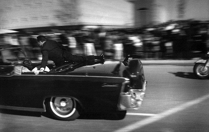 Первые моменты после того, как Джон Кеннеди был застрелен