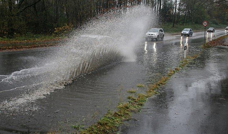 Проливные дожди вызвали наводнения во многих районах города Мюльхайм-ан-дер-Рур в западной Германии