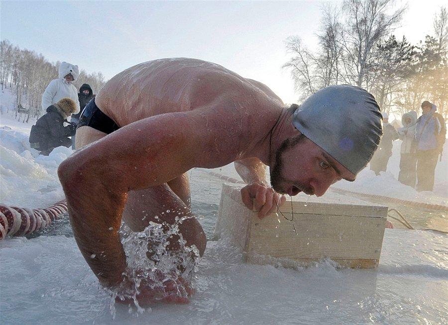 Cоревнования по плаванию в холодной воде в Новосибирске