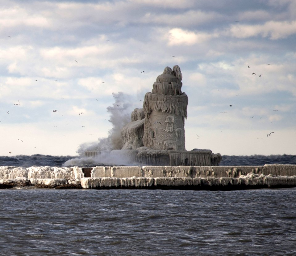 Обледенелый маяк в Кливленде