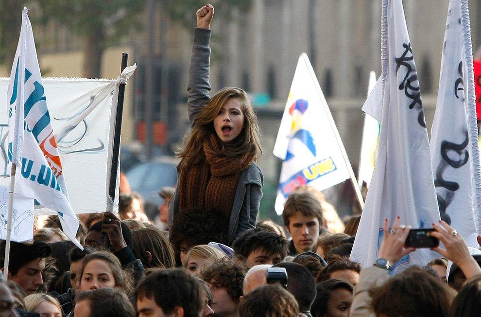 Демонстрация против пенсионных реформ в Париже