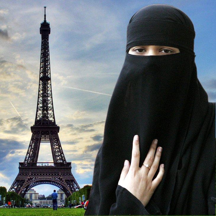 Пройтись по Парижу в парандже