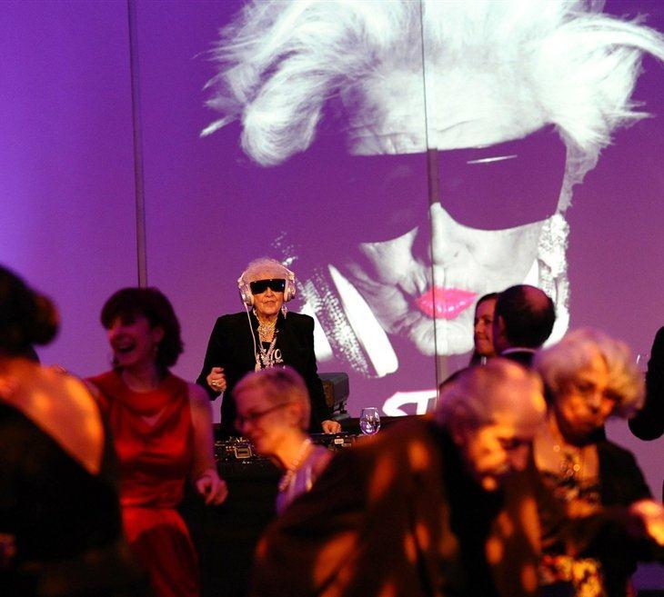 69-летняя бабуля-диджей из Бристоля