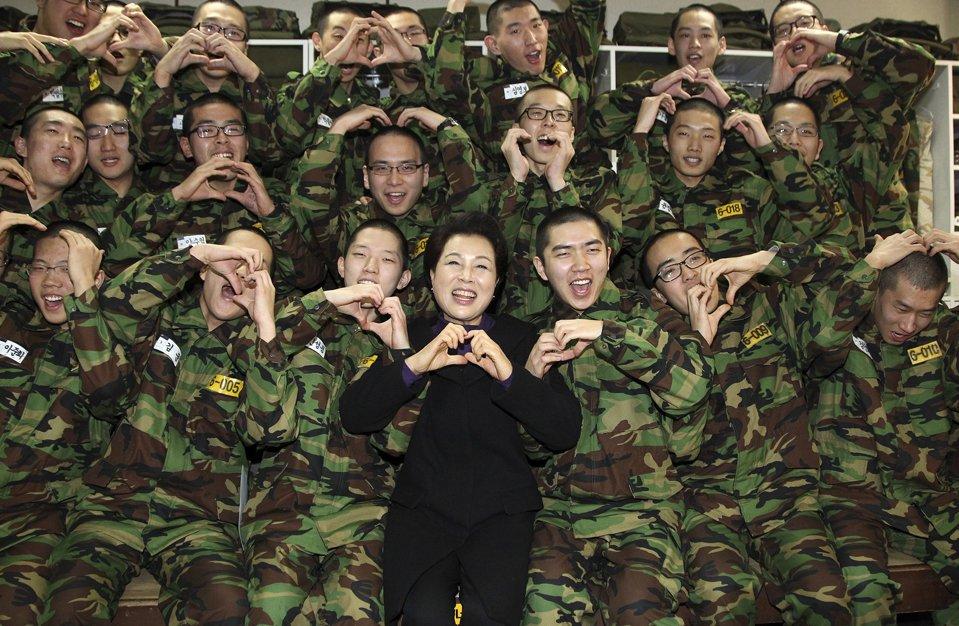 Ким Юн Ок, жена президента Южной Кореи Ли Мен Бак,