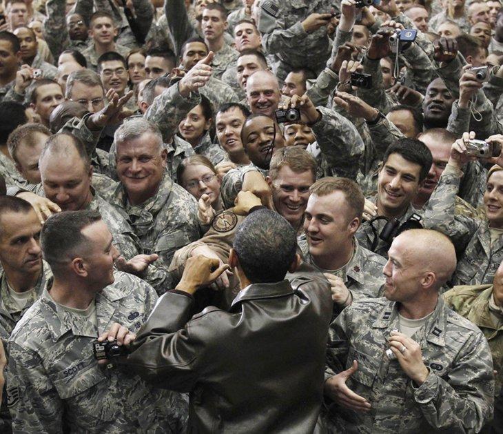 Президент США Барак Обама встретился с войсками на воздушной базе в городе Баграм, Афганистан, 3 декабря 2010