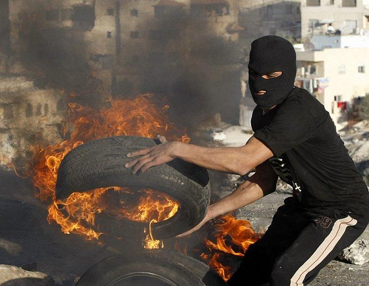 Израильские власти разрушили палестинские дома в Иссавия