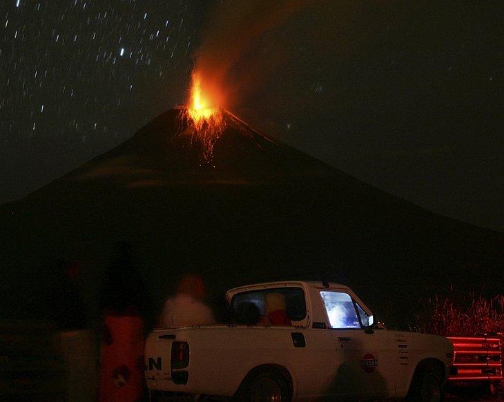 Извержение вулкана Тунгарахуа в Эквадоре