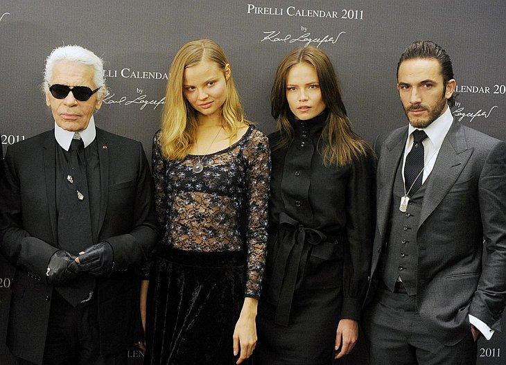 Известный модельер Карл Лагерфельд представил в Москве календарь Pirelli на 2011 год