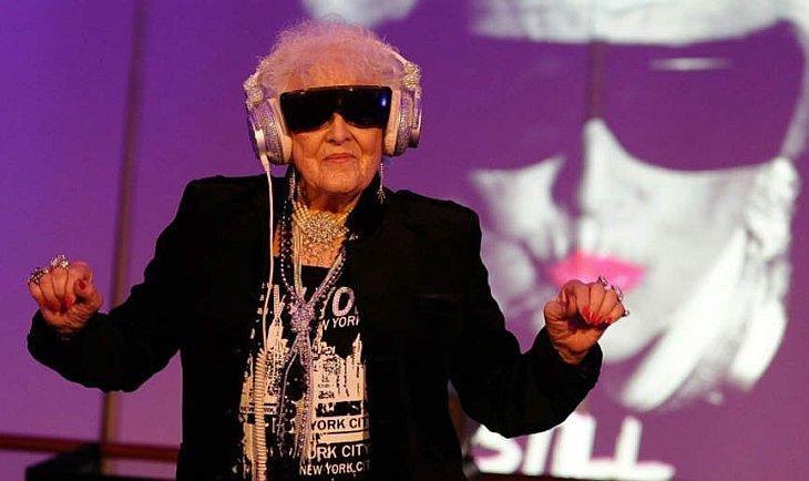 69-летняя английская ди-джей Рут Флауэрс