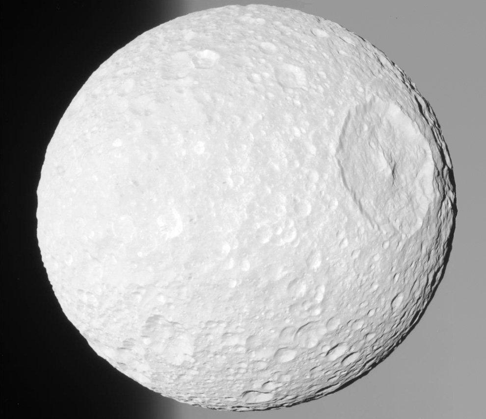 Спутник Сатурна Мимасу