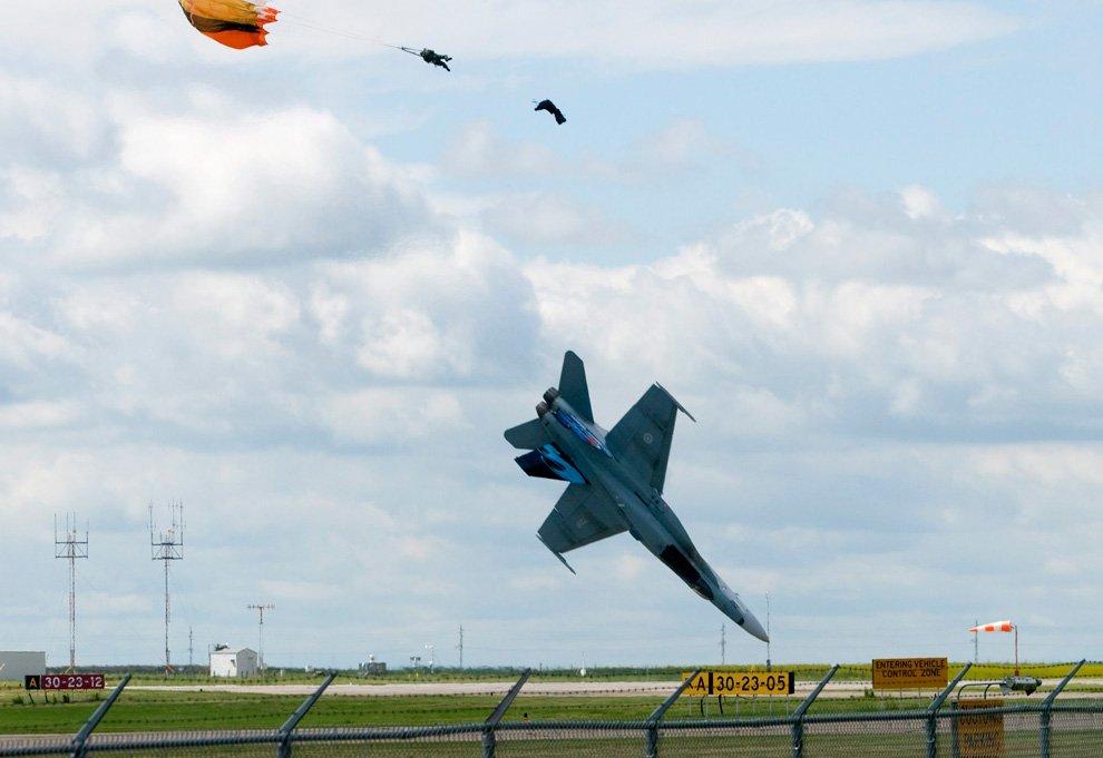 Падение истребителя CF-18 во время воскресного авиашоу в городе Летбридж провинции Альберта, Канада