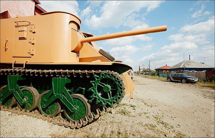 Музей самодельных танков и бронемашин в огороде