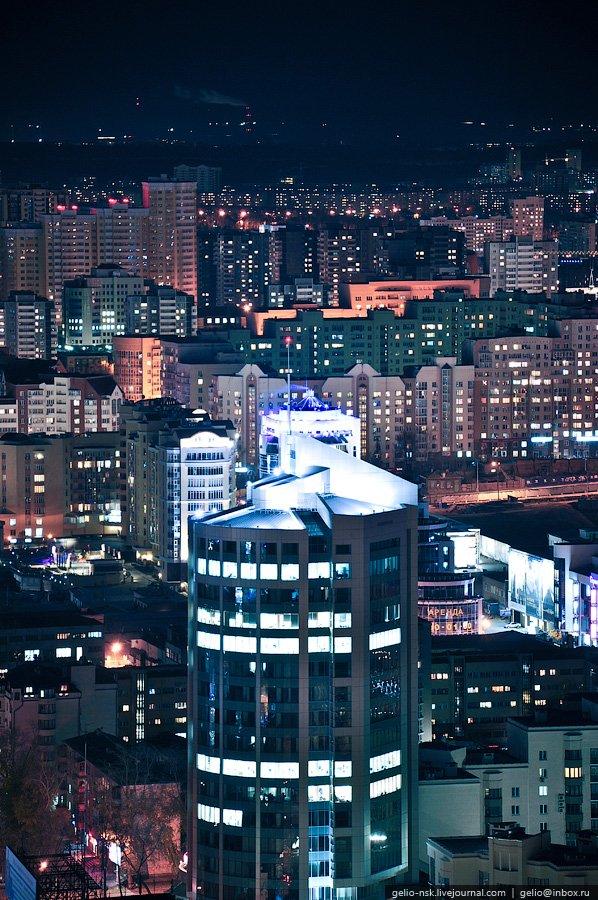 Ночной Екатеринбург с высоты птичьего полета. ЖК «Февральская революция»