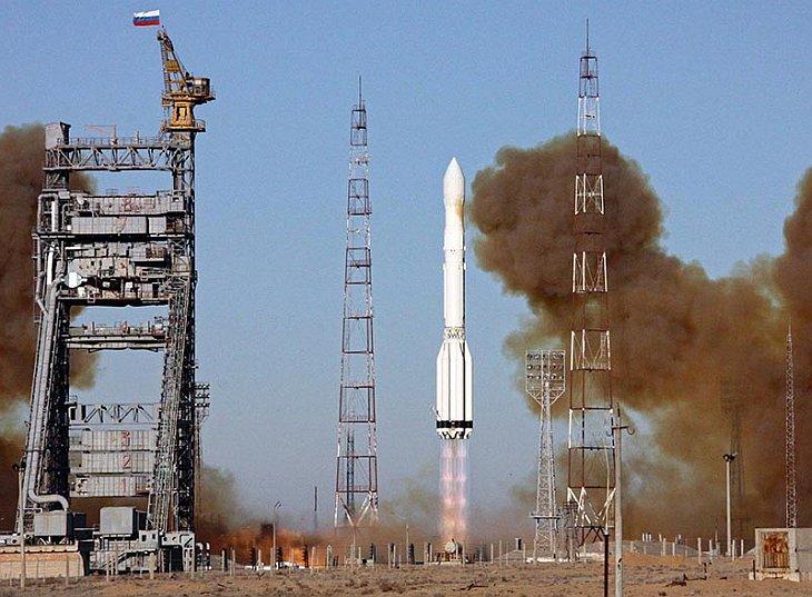 Старт российской ракеты «Протон-М» с тремя спутниками навигационной системы «Глонасс»