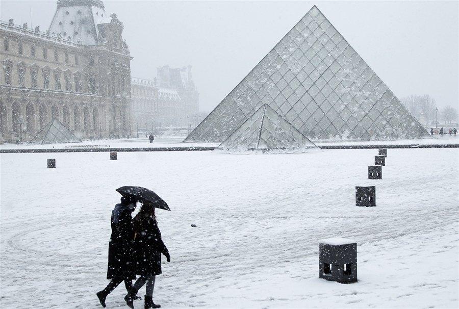 Во Франции продолжаются снегопады и морозы