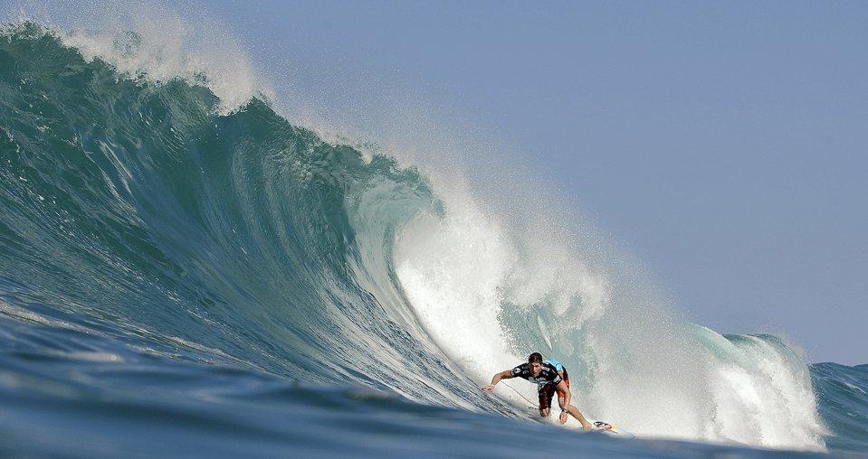 А на Гавайях в это время проходят соревнования по серфингу