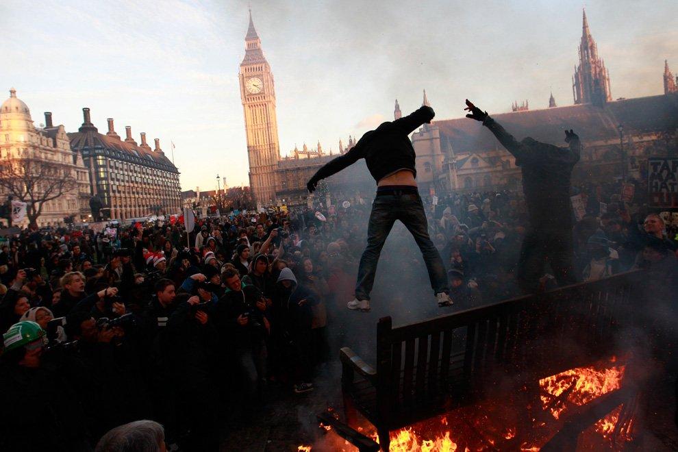 В центре Лондона несколько тысяч студентов устроили погромы