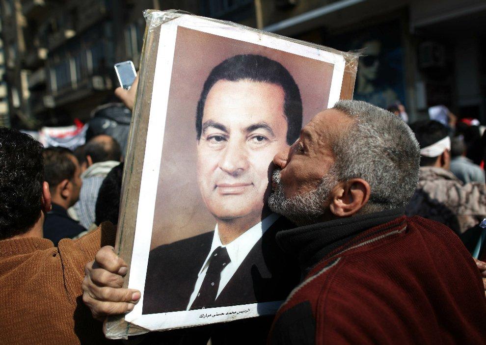 Сторонники президента с портретами своего лидера